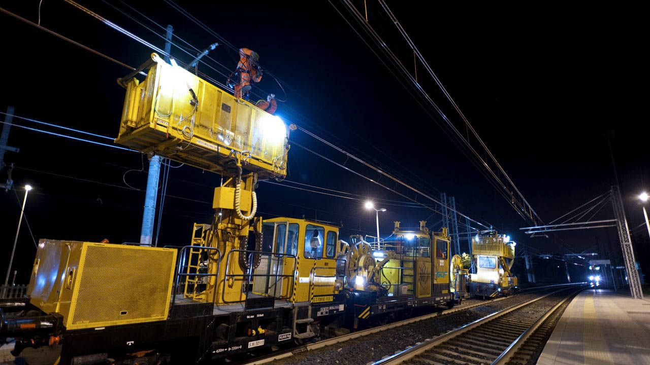 Overhead wiring trains - GCF Electrification